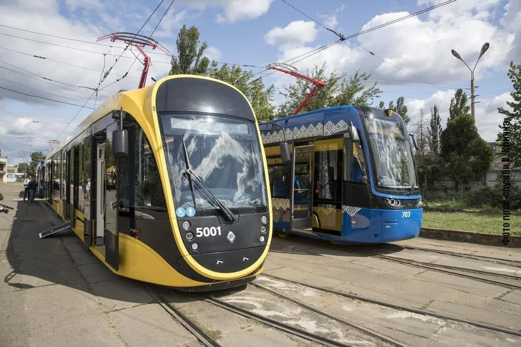 """Отечественные """"Татра-Юг"""" – это первый трехсекционный трамвай с низким полом из 20"""