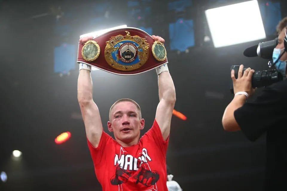 Олег Малиновський з поясом Інтерконтинентального чемпіона WBC.