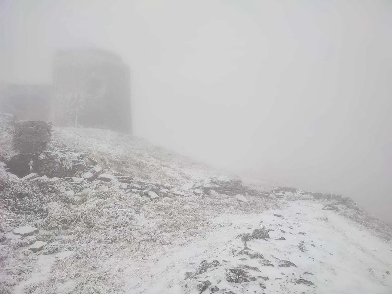 Гору Поп Иван Черногорский засыпало снегом.