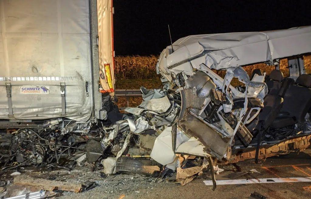 Все пассажиры и водитель микроавтобуса погибли