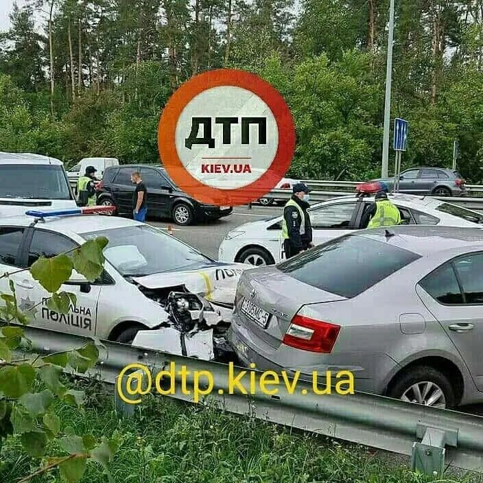 Авто копів протаранило Skoda Octavia
