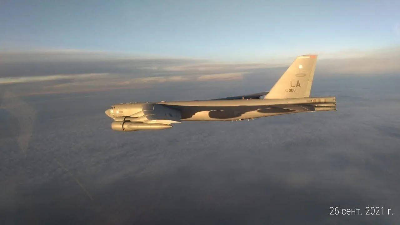 В-52Н ВПС США, який нібито наблизився до кордону РФ