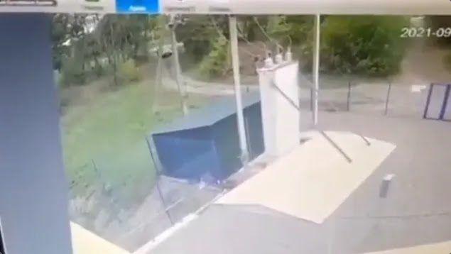 Авто з'їхало з головної дороги на польову