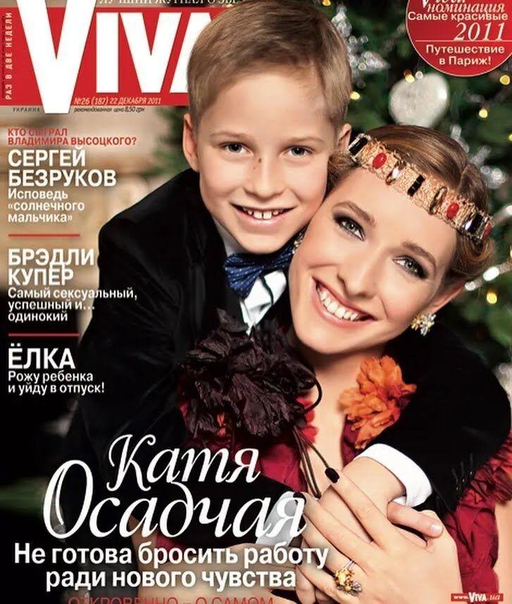 Осадча з сином на обкладинці журналу