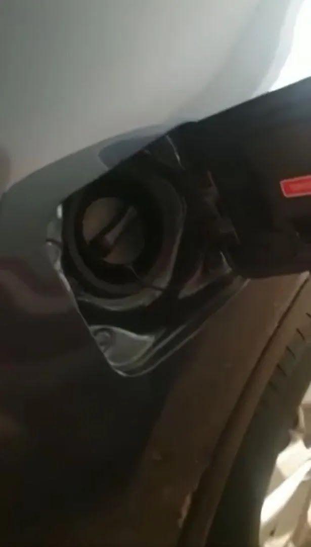 У Великобританії крадуть бензин з машин