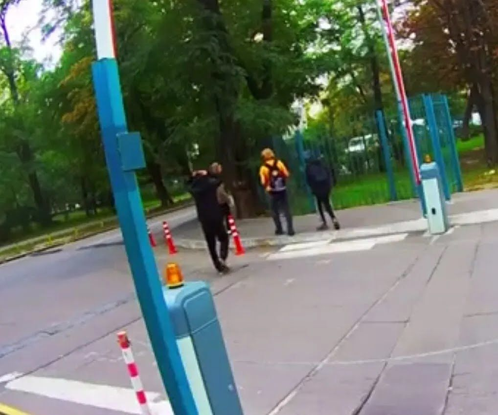 Пострадавшего отвели в парк и ограбили.