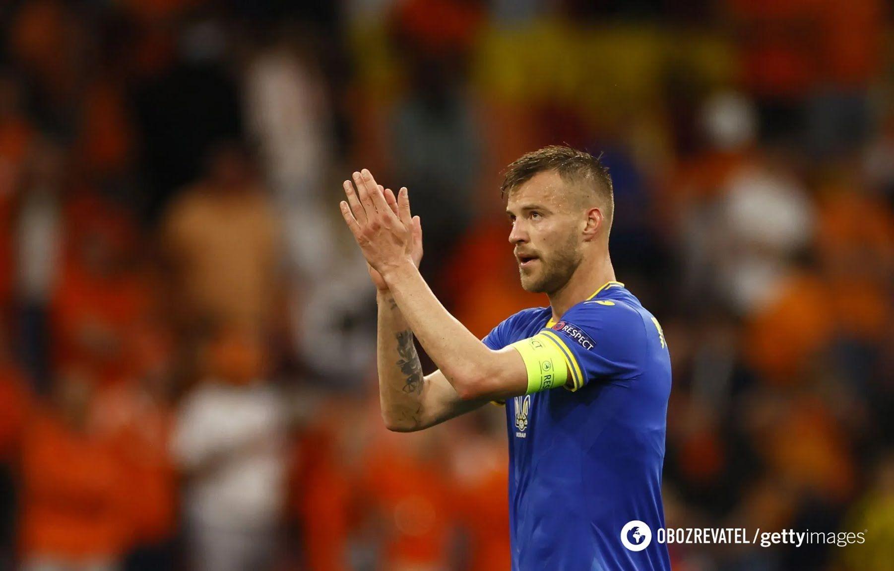 Андрій Ярмоленко аплодує фанатам