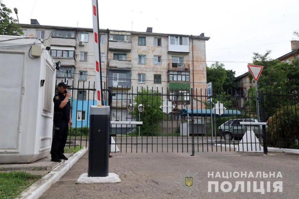 Дом расположен вблизи Главного управления Нацполиции в Донецкой области