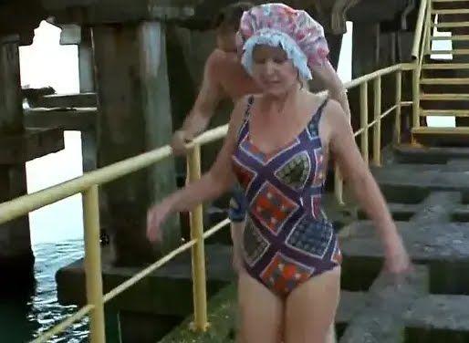 Людмила Гурченко в купальнику