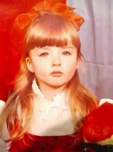Девушка похвасталась тем, как выглядела в детстве