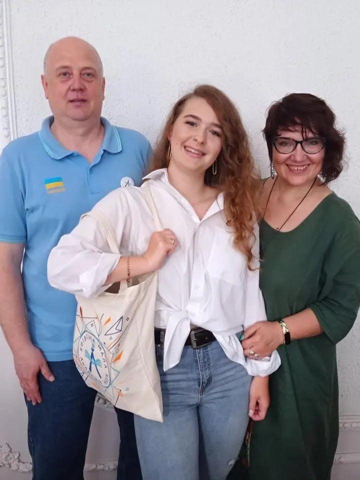 Елена Коваленко в команде с Артуром Шубенко придумала плаформу, что объединяет волонтеров, UniTeer