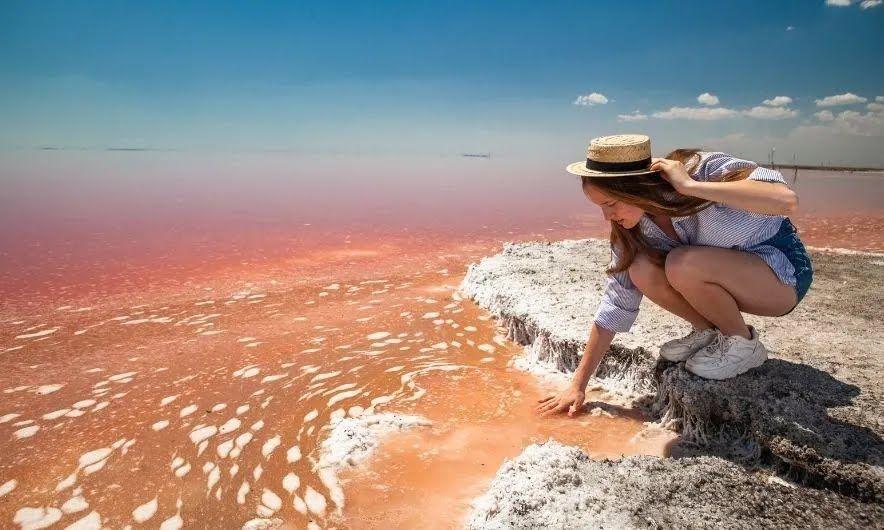 Лучшее время для посещения Розового озера – с конца мая до конца сентября