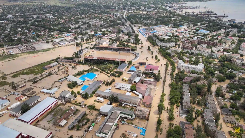Затопленный стадион в Керчи
