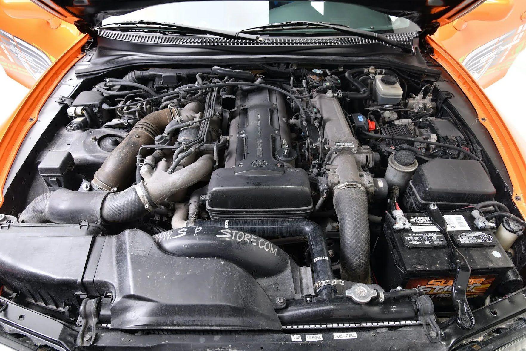 Автомобіль оснащений 3-літровим рядним 6-циліндровим мотором 2JZ-GTE з двома турбінами