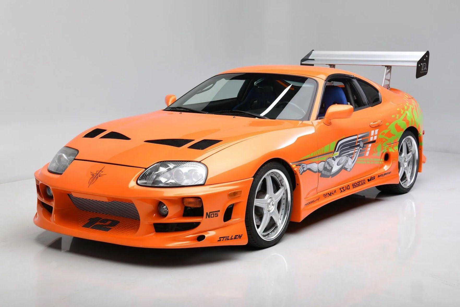 Кузов пофарбований у фірмовий колір Lamborghini, який називається Candy Orange.