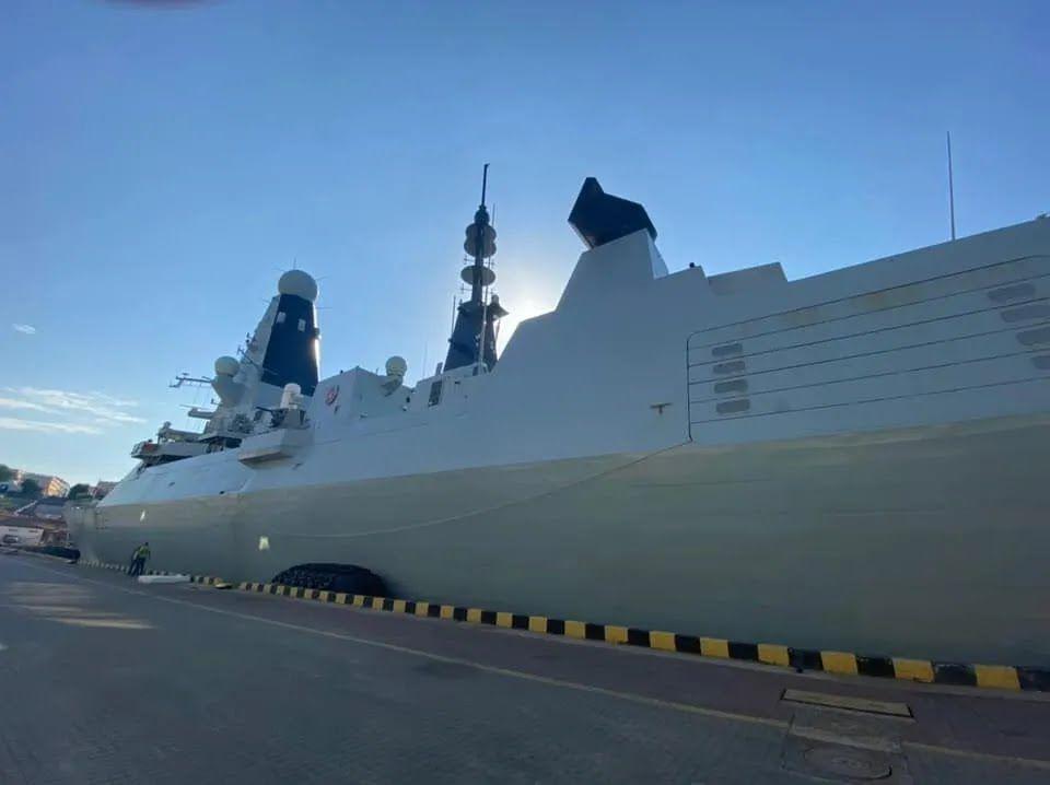 Британський есмінець HMS Defender (D36)