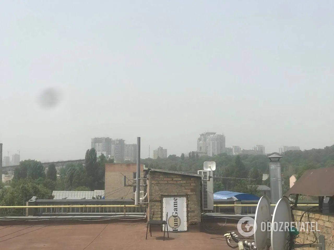 У столиці через смог впала видимість на дорогах.
