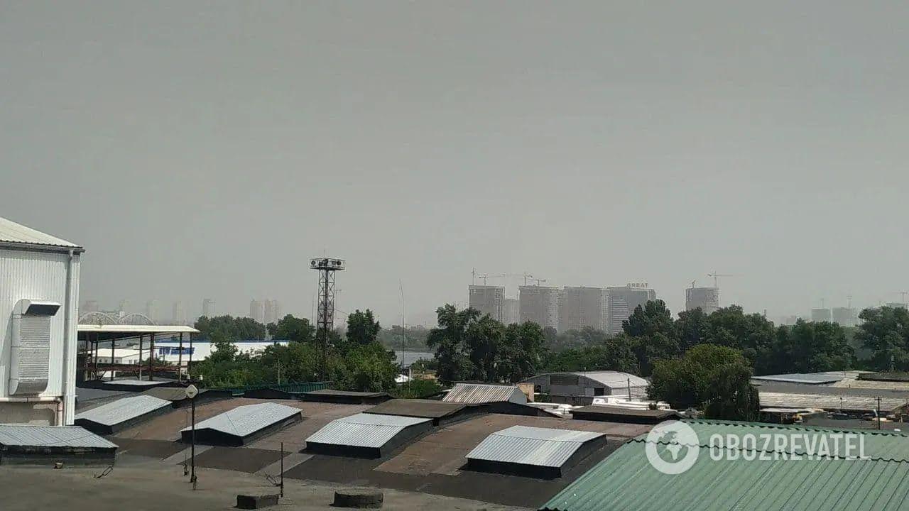 Густий туман огорнув місто о 12:00.