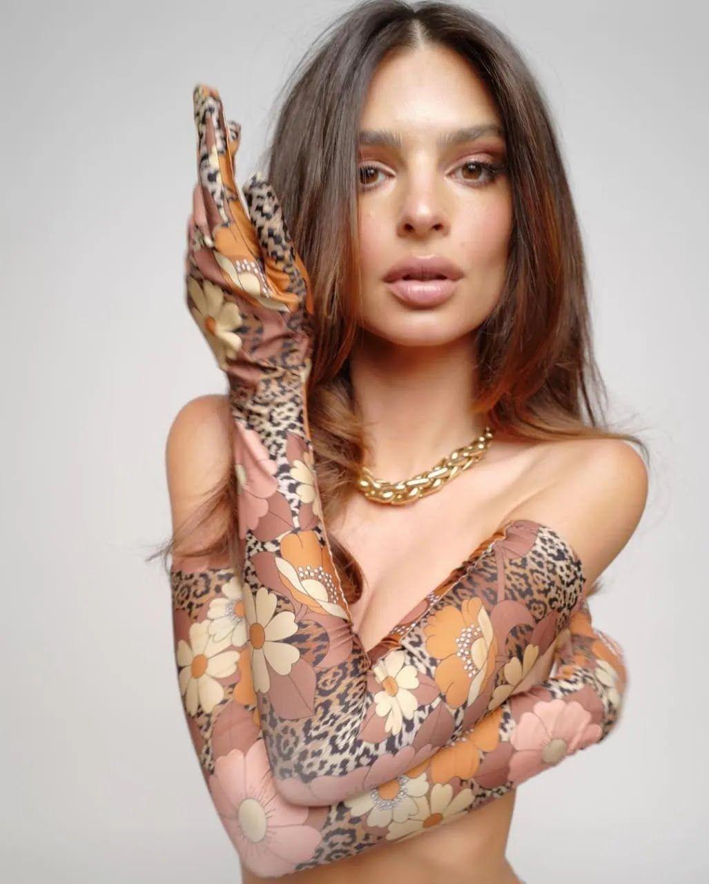 Эмили Ратаковски в новой фотосессии.