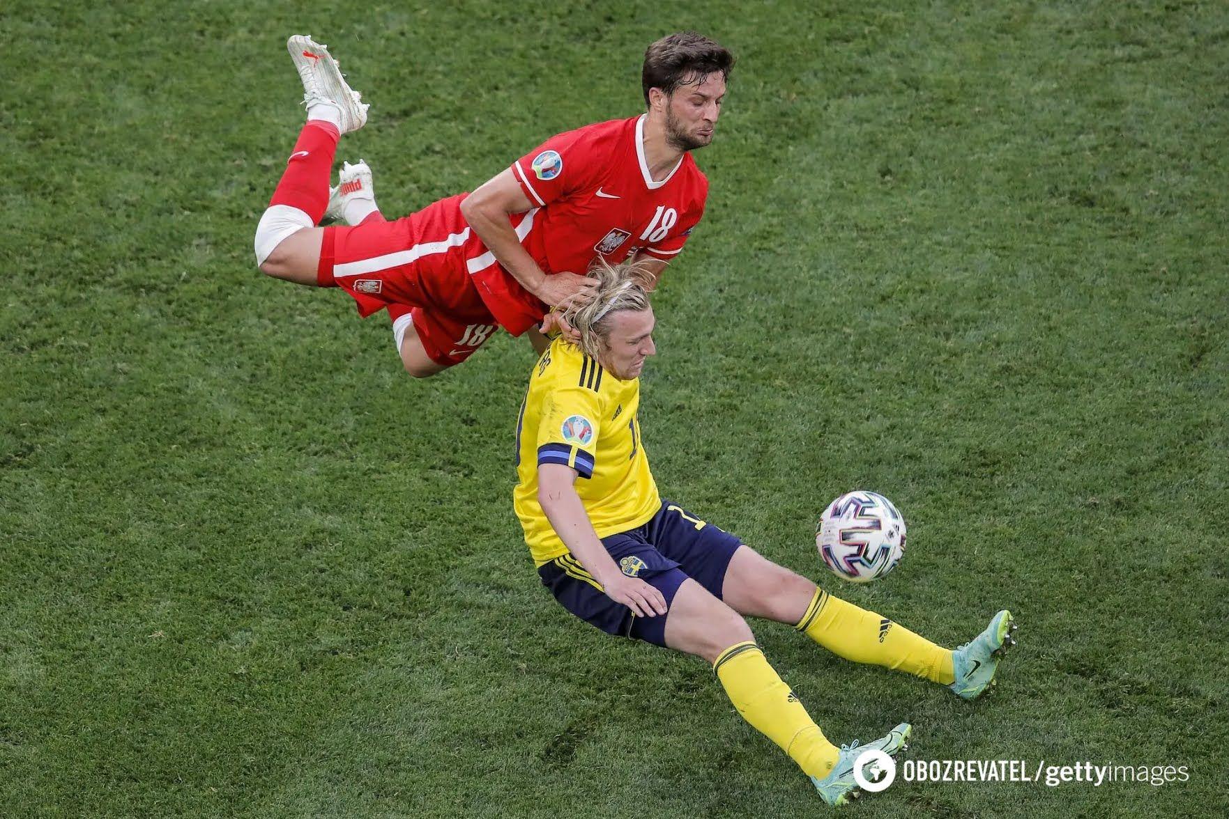 Форсберг в боротьбі із захисником.