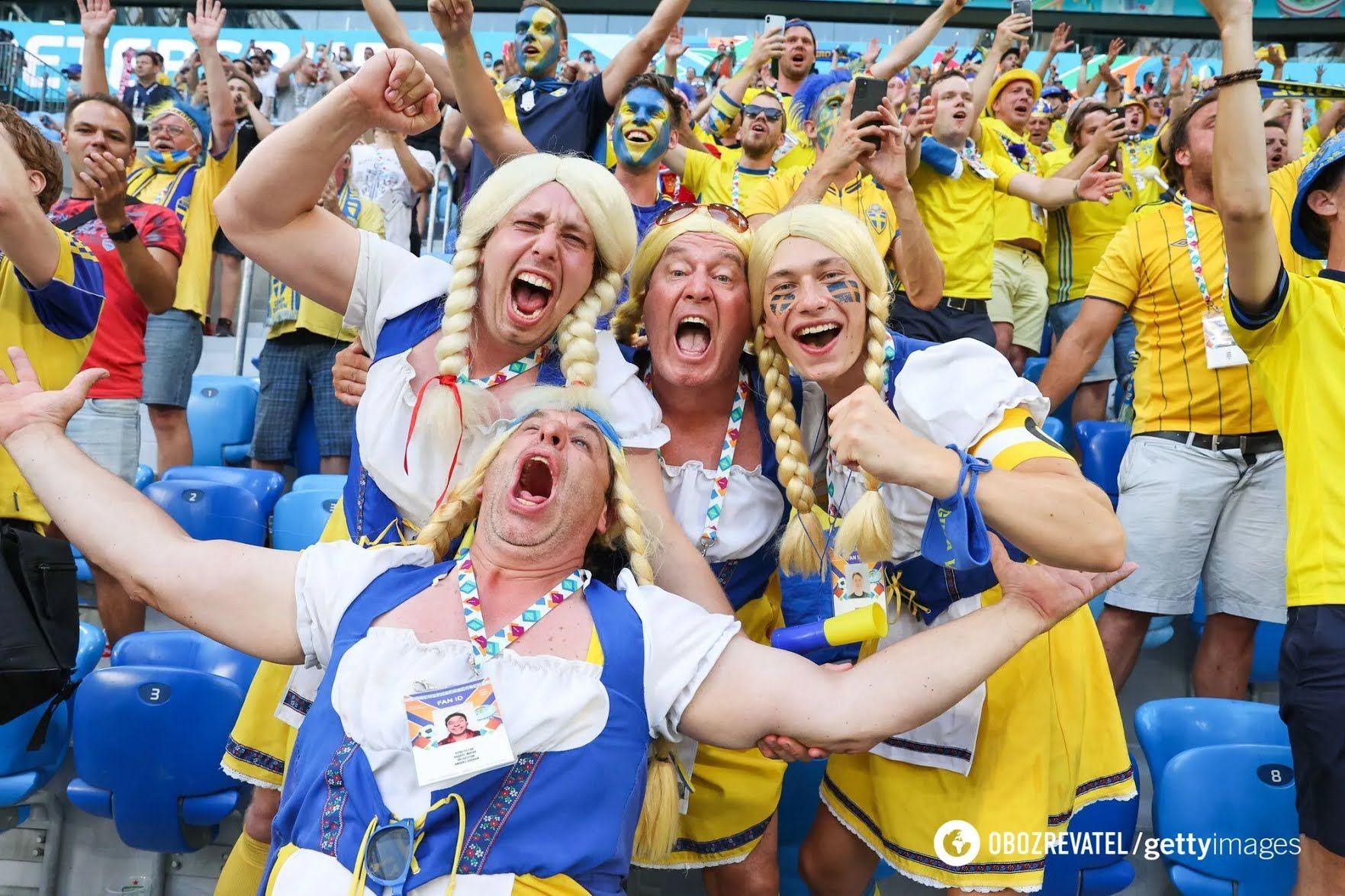 Фанати збірної Швеції.