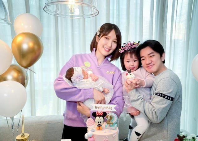 王祖蓝二胎得女,鼻子和眼睛像爸爸