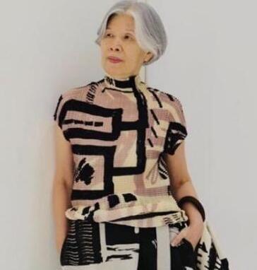 周杰伦妈妈好会穿,太炫酷了 明星 最新香港娱乐新闻  第1张