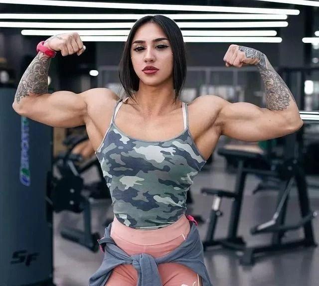 乌克兰美女健身网红,专练腿部肌肉臀部令人震惊 美女 网红 健身 最新韩国娱乐新闻  第2张