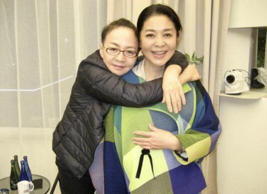 倪萍宋丹丹大和解 一个世纪拥抱化解二十年矛盾