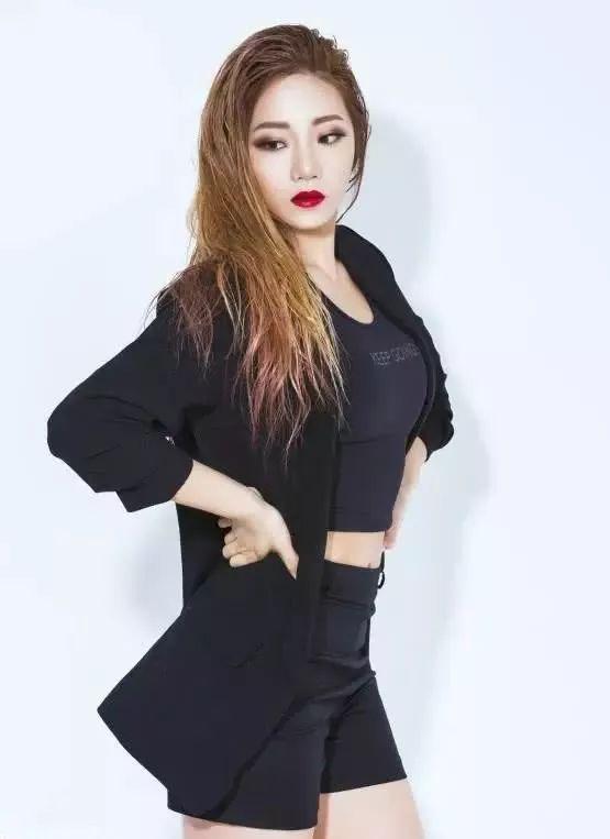 韩国健身网红 完美身材太吸睛,4个动作打造苹果臀 网红 健身 美女 健身网红  第3张