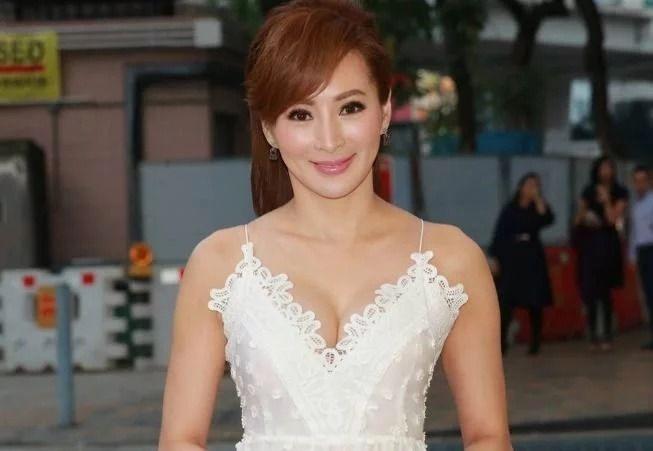 """55岁女明星被称为""""美魔女"""",与儿子似姐弟还被小鲜肉狂追 女性 生活 婚姻 美女 明星 最新香港娱乐新闻  第4张"""
