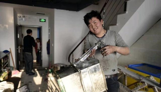 鸡蛋灌饼摊主酷似周杰伦,网友:这下灌饼不愁卖了 明星 网红 最新台湾娱乐新闻  第4张