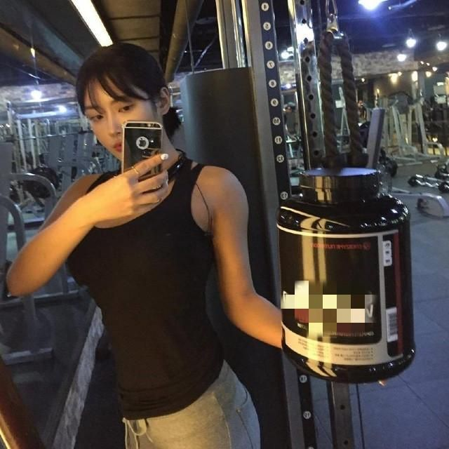 韩国美女健身网红,魔鬼身材毕业后成健身博主 女性 网红 美女 健身 健身网红  第2张