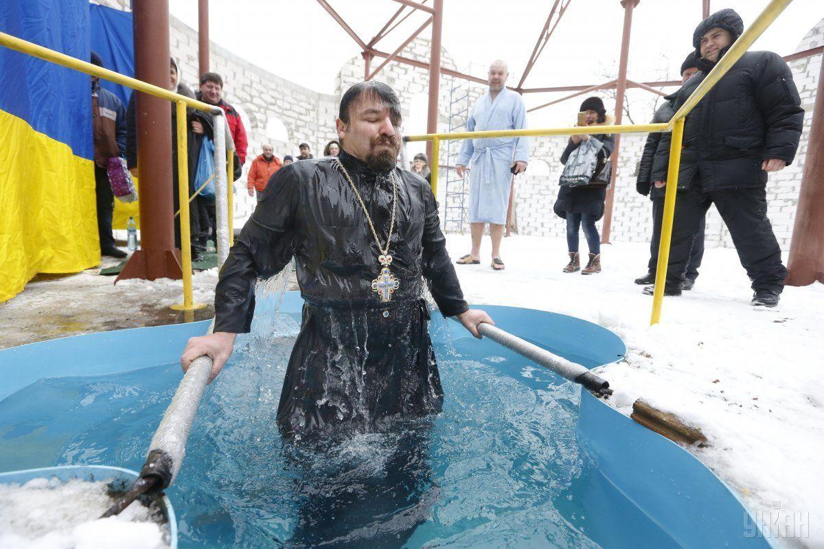 Купание в ледяной воде - это опасно, объясняет врач / УНИАН