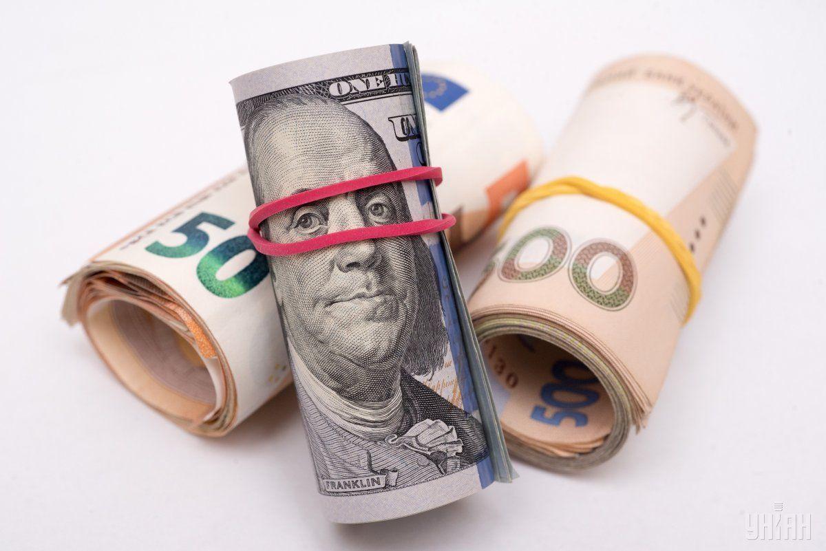 Гривня здає свої позиції долара та євро / фото УНІАН