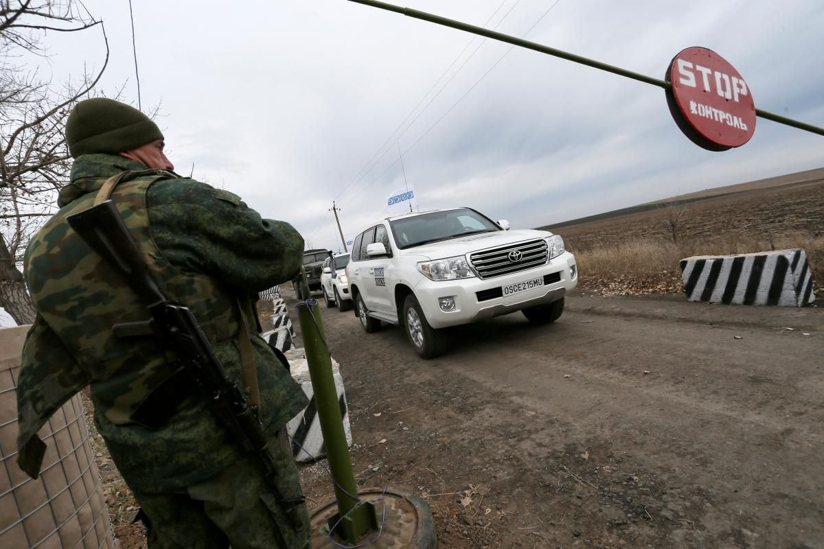 Миссия наблюдателей ОБСЕ работает в двух пограничных пунктах «Гуково» и «Донецк» с 29 июля 2014 года / / REUTERS