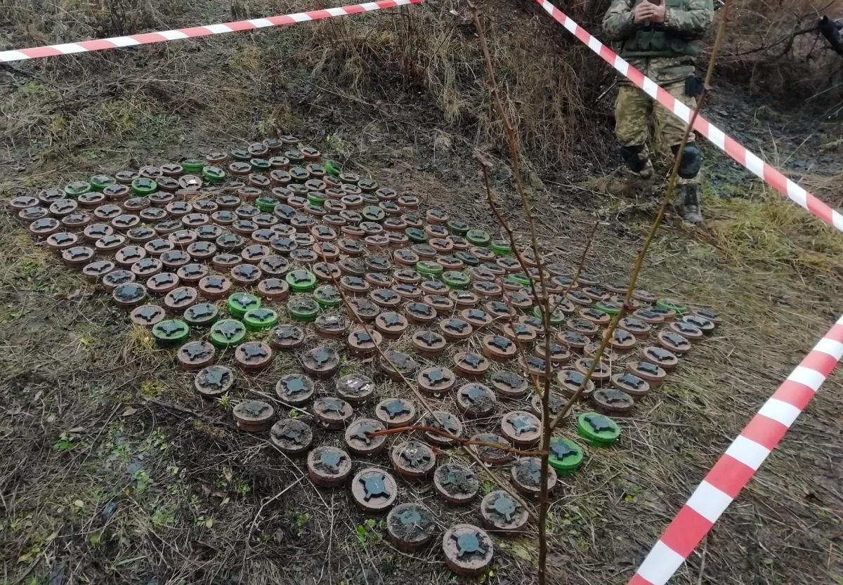 Військовими саперами знайдено 240 протипіхотних мін / фото facebook.com/otupivnich