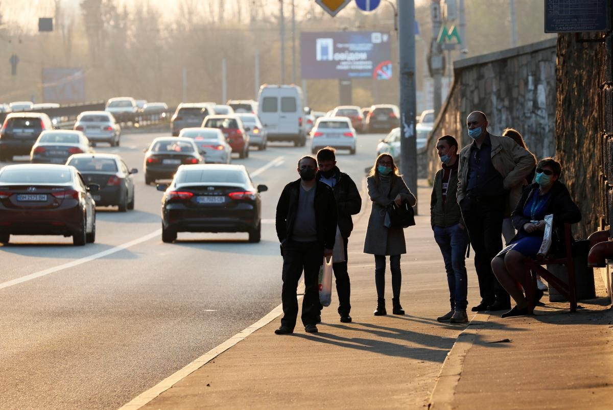 Розмитнити машину в Україні стане легше / ілюстрація REUTERS