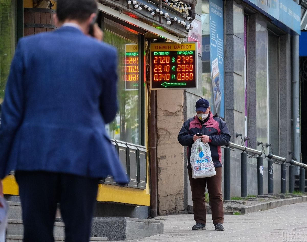 Hryvnia strengthens to U.S. dollar on June 9 / Photo from UNIAN