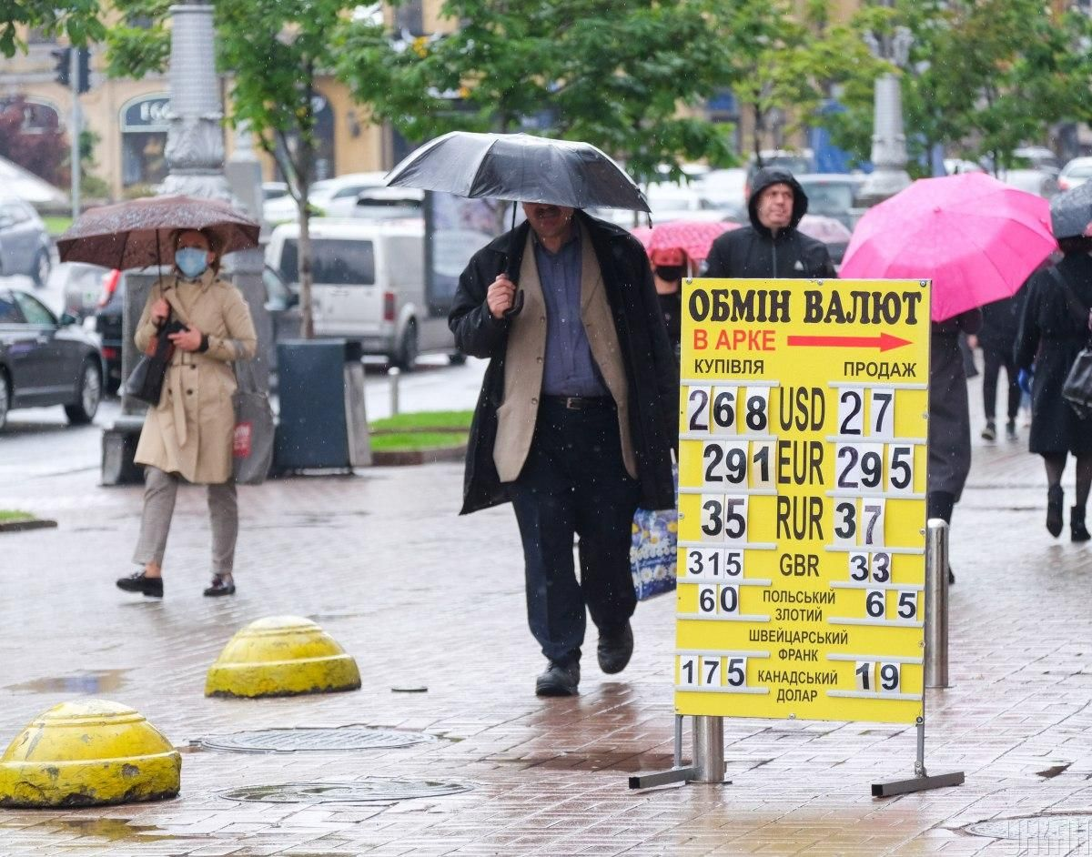 Hryvnia strengthens to U.S. dollar on June 10 / Photo from UNIAN
