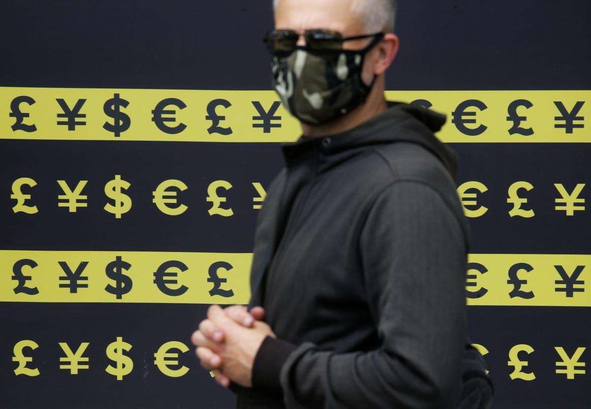 В Украине заметно подорожал доллар, но подешевело евро / REUTERS