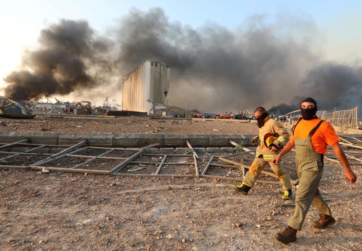 Потужний вибух прогримів в районі морського порту Бейрута увечері 4 серпня / фото REUTERS