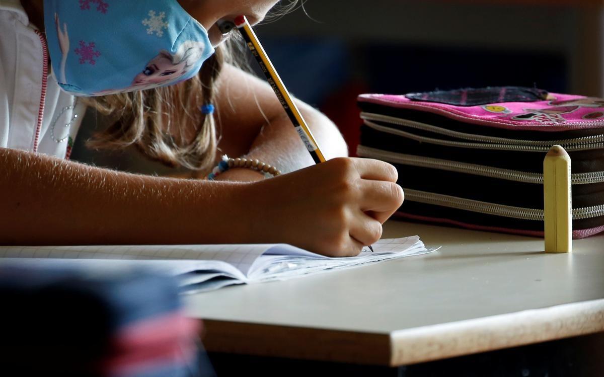 Как новые правила карантина повлияют на работу школ, садов и транспорта / фото REUTERS