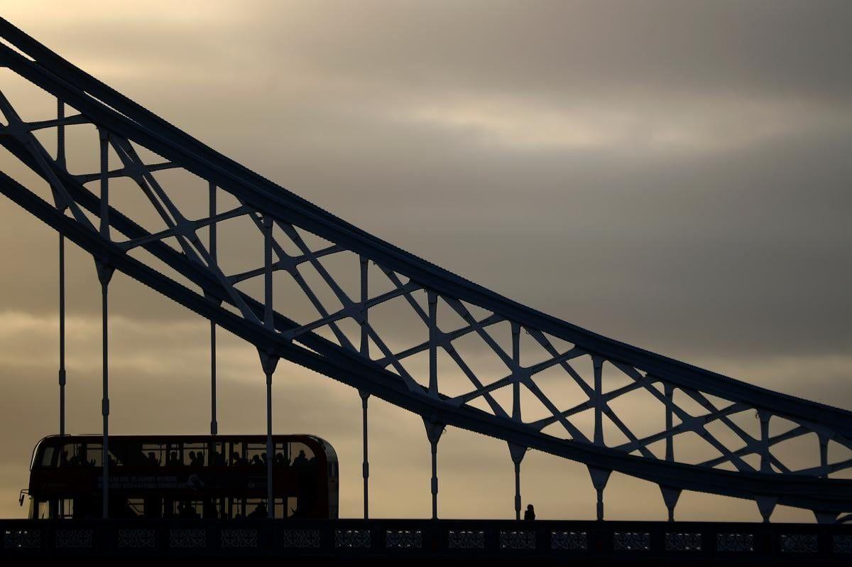 Тауэрский мост в Лондоне на рассвете / фото REUTERS