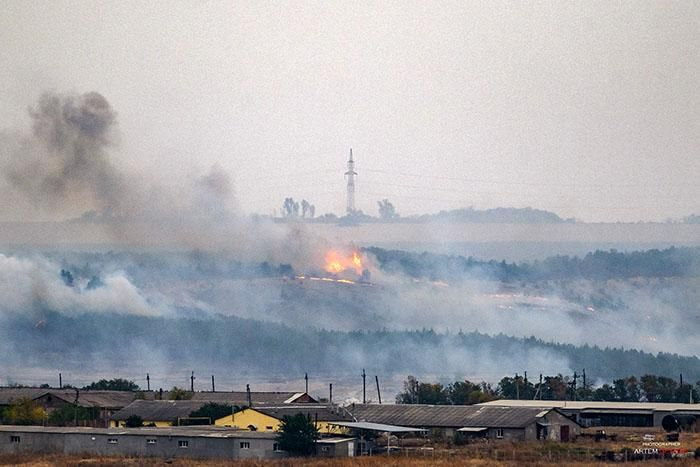 """Гасіння пожежі ускладнюється сильним поривчастим вітром / фото """"Общежитие"""", Артем Гетьман"""