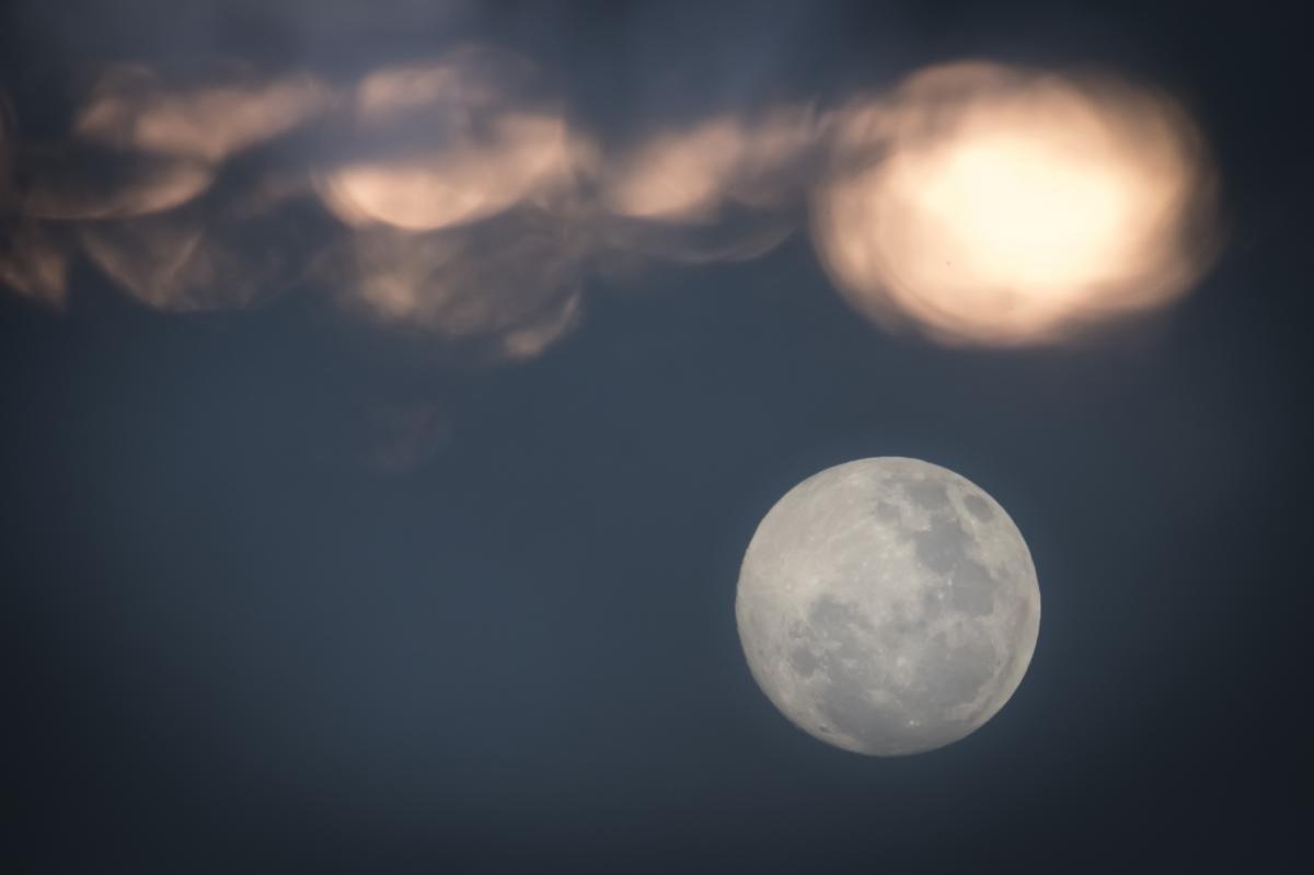 Полнолуние наступило 2 октября / фото ua.depositphotos.com