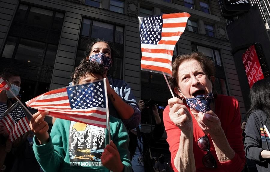 Пандемия COVID-19 впервые за десятилетие сократила ожидаемую продолжительность жизни в США / фото REUTERS