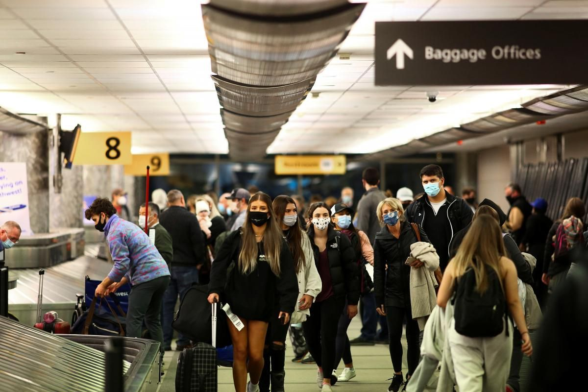 U.S. eases travel recommendations on some 110 countries, including Ukraine / REUTERS