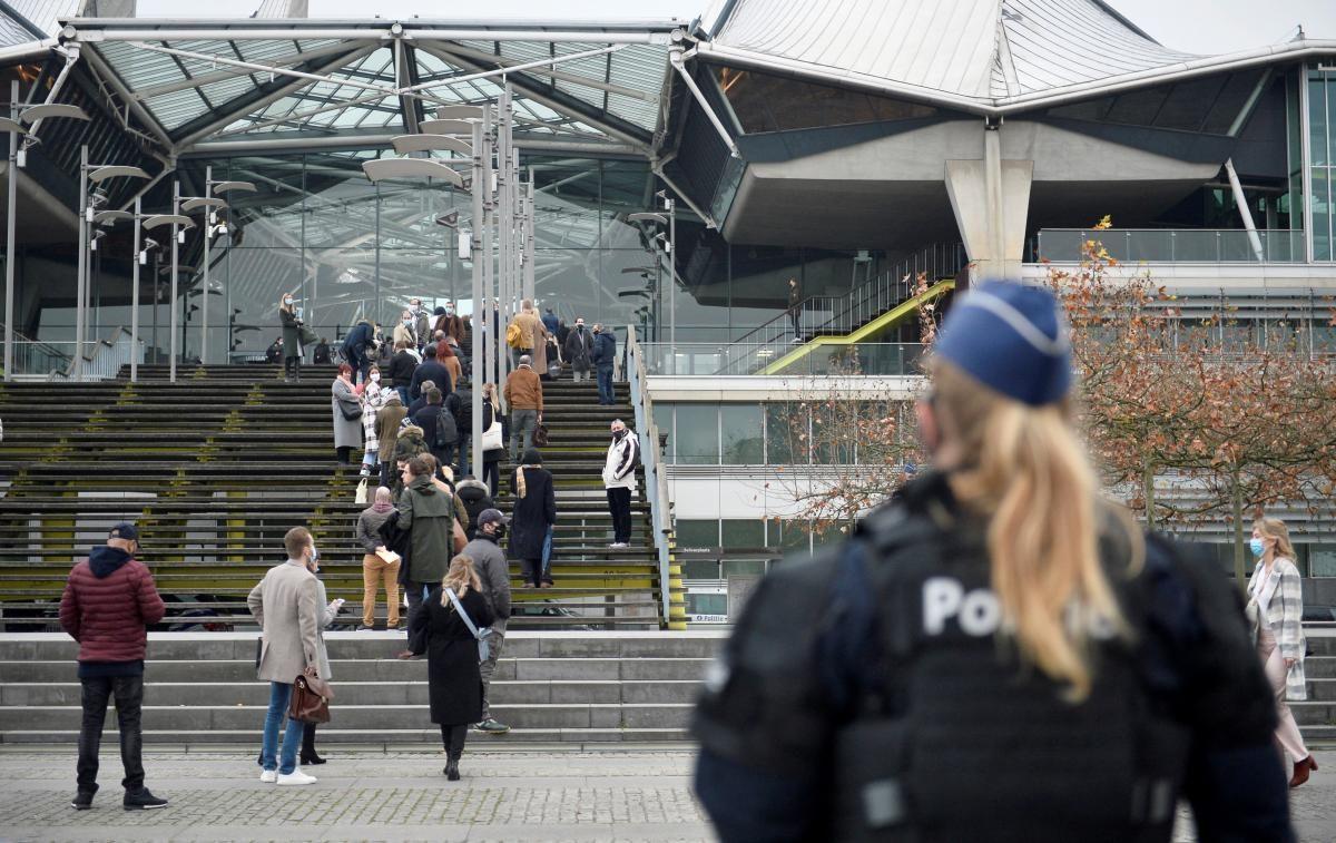 Бельгия ослабит коронавирусные ограничения в канун Рождества / REUTERS
