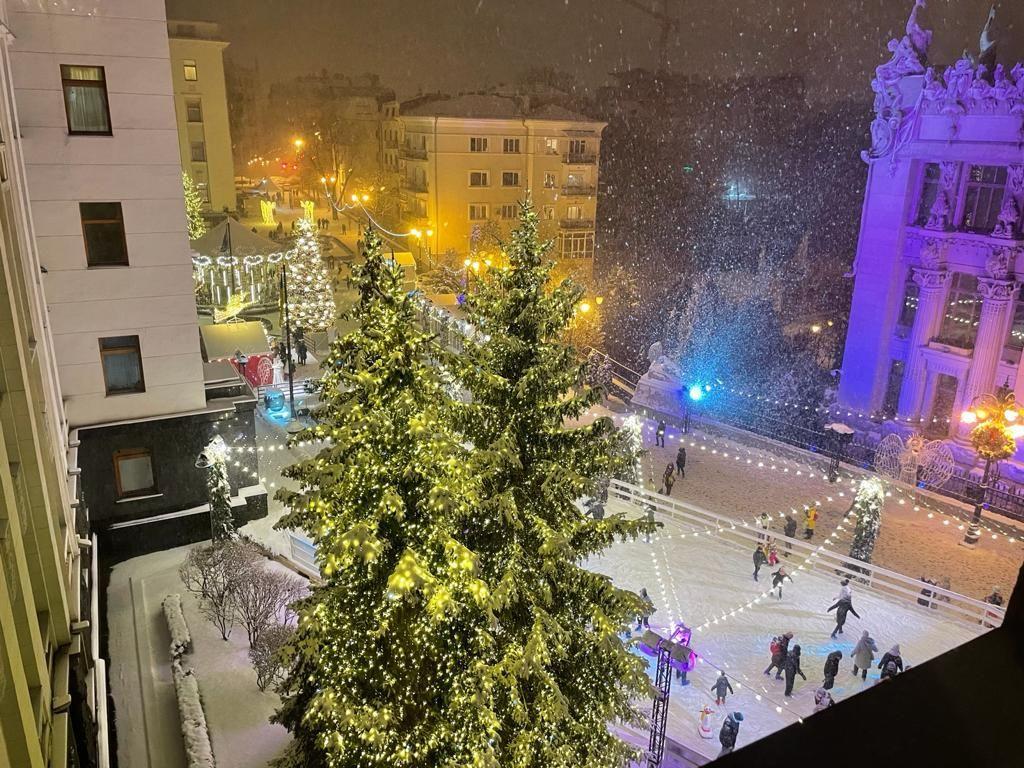 Заснеженная Банковая из окна ОП / фото facebook.com/zelenskiy95